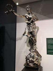 1908_Olympic_Challenge_high-jump_trophy