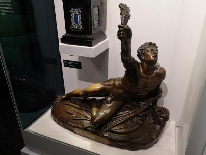 1908_Olympic_Challenge_marathon_trophy